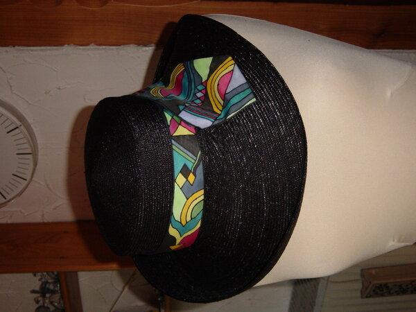 Neuer  Hut mit alter Krawatte