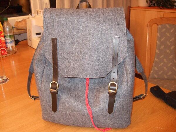Rucksack aus Wollfilz mit Lederträgern CUT 8