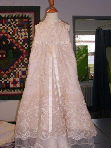 Taufkleid, aus Brautkleid genäht