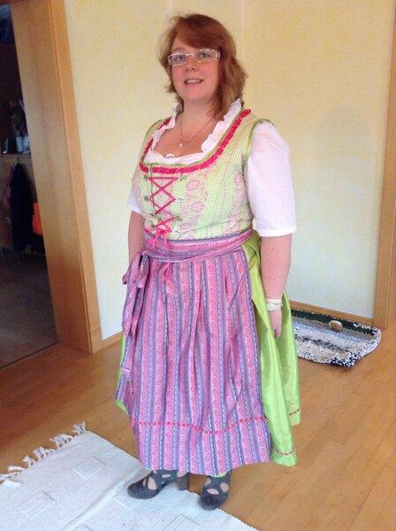 """""""Anna"""" aus der Dirndlrevue 2011 vergrößert auf 48"""