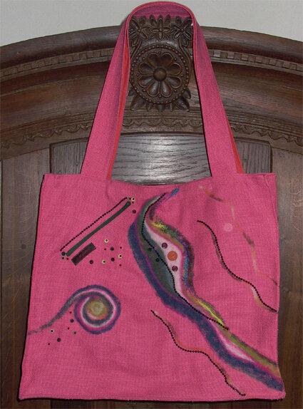 ....befilzte und verzierte Tasche  -Rückseite mit schräg eingearb. RV-Tasch