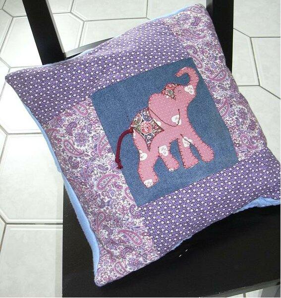 Elefantenkissen mit gestrickter Rückseite