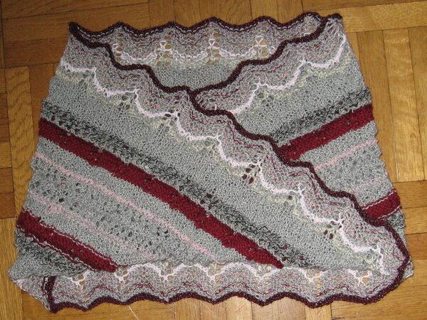 Möbiusschal in Grau mit Rosatönen