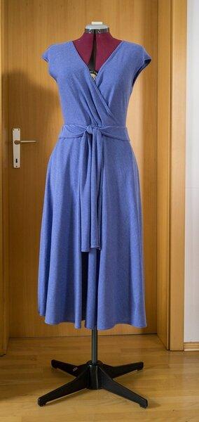 Vogue 1027: DKNY Wickelkleid aus Strick