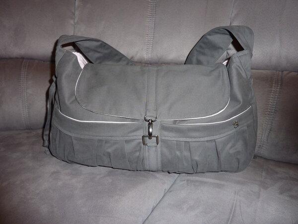 Tasche mit Überschlag und Karabiner