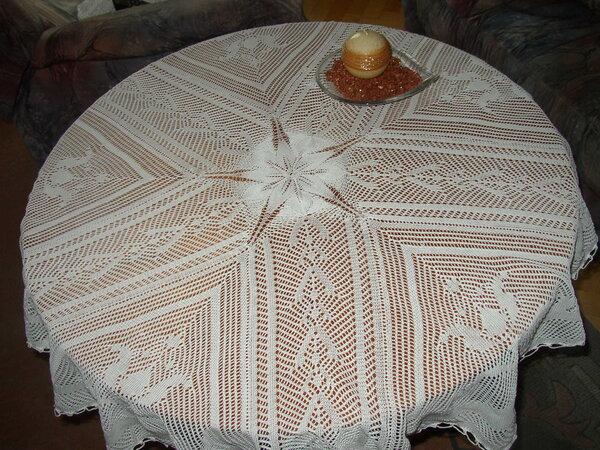 Tischdecke mit Strickmaschine gestrickt