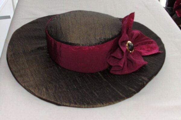 Hüte und andere Kopfbedeckungen