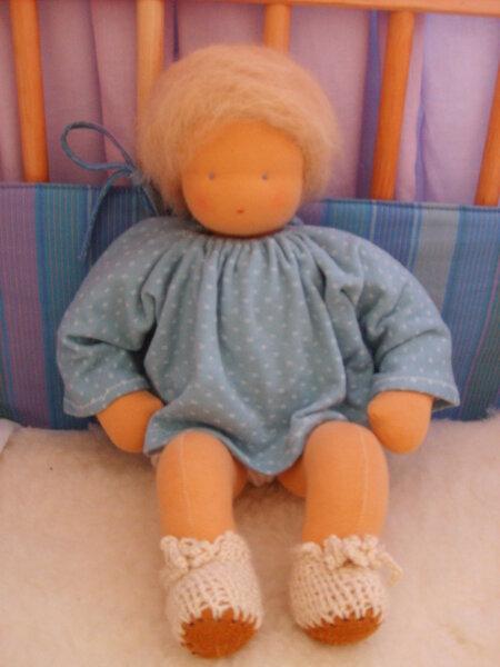 Eine Waldorf-Baby-Puppe