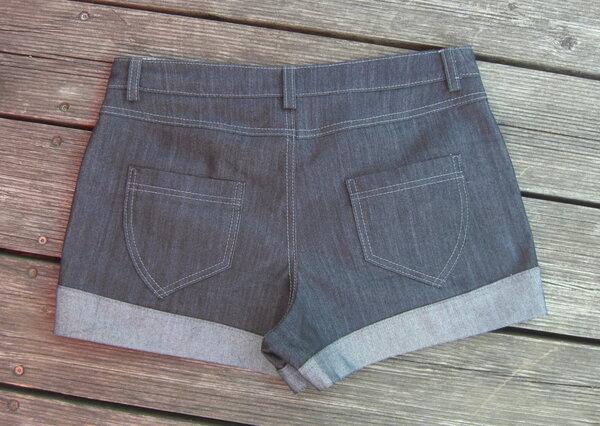 done: Shorts Mango hinten