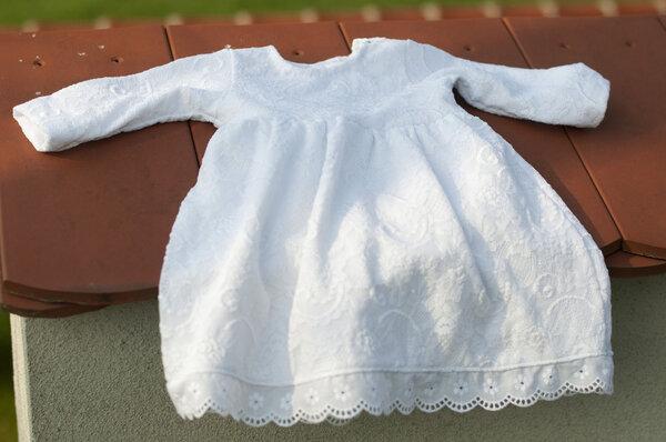 Taufkleid aus Jersey und elastischer Spitze in Größe 62