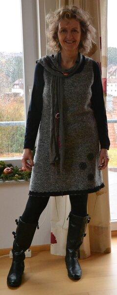 Kleid aus dickem Wollstrickstoff