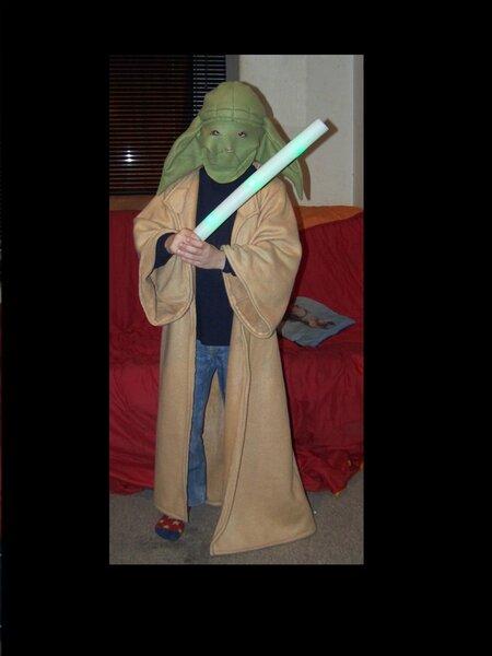 Yoda-Kostüm Mantel in beigem und Mütze in grünem Fleece