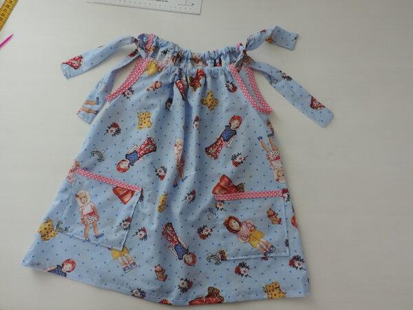 erstes_selbstgen_htes_Kinderkleid_DSCN1210