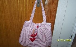 Gretelietasche in weiß/rot gestreift mit Dekoherzen