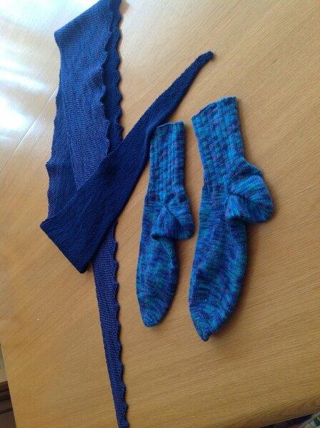 Schal Hitchhiker und Socken weggenadelt