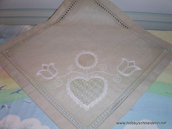 Deckchen mit Hessenstickerei