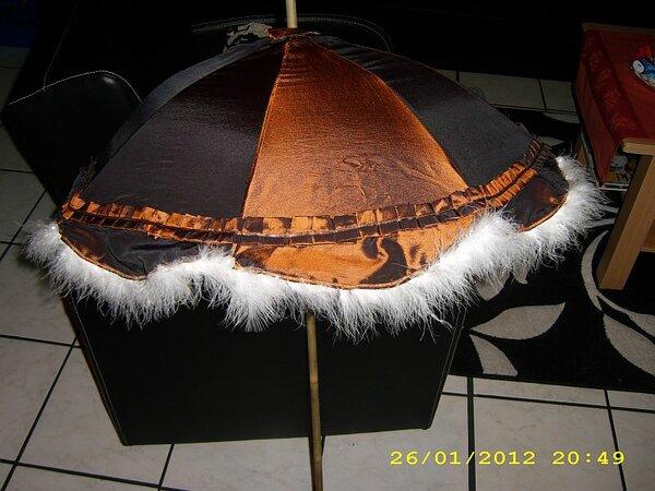 historischer Sonnenschirm zum Kostüm MCCalls 6097