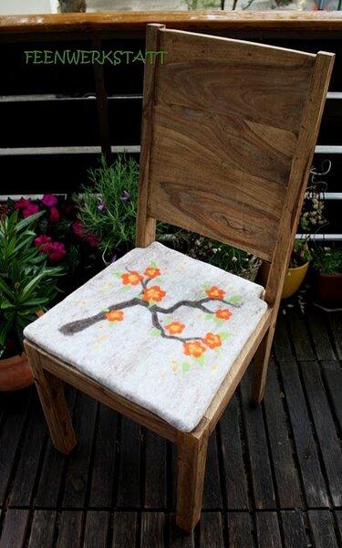 Blumiges Sitzkissen