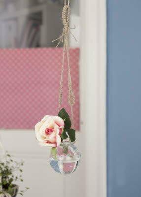 Glaskugel Blumenvase, Makramee, Bild: Verlag für die Frau