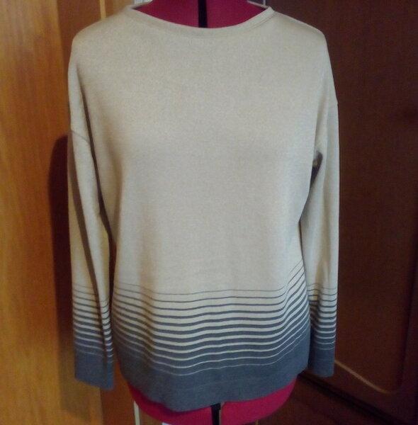 Pullover mit Streifen.jpeg