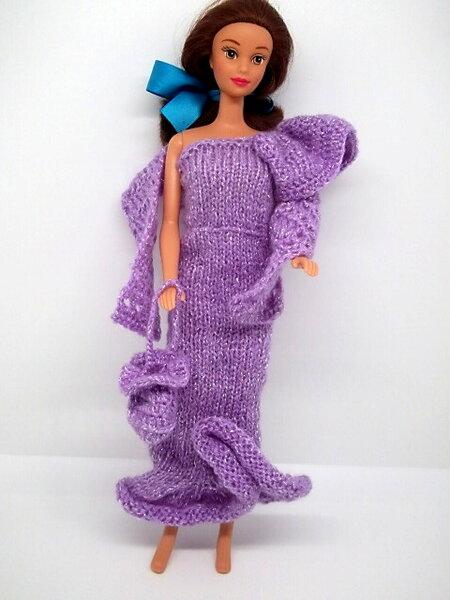 Lila Abendkleid mit einem Schwungärmel