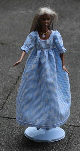 Barbie in zartblau