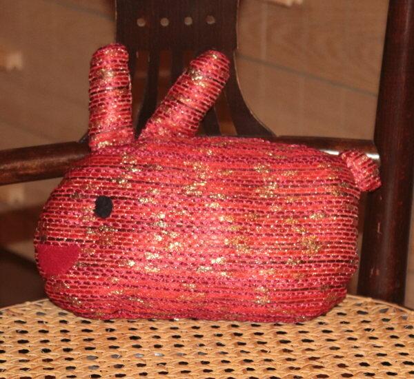 Kaninchen in Rot-Gold