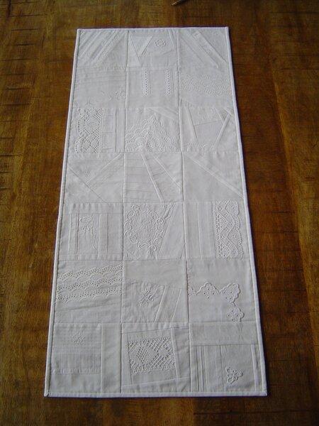 Weißquilt-Tischläufer