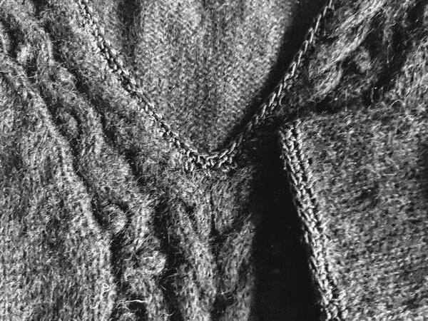 Detail Zopfmuster-Pulli, Ausschnitt und Ärmelabschluß